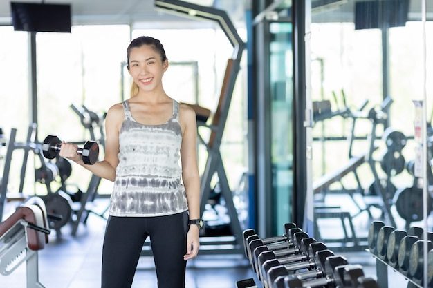 Asian women are exercising in the gym to sift through the leather water, keeping their body healthy.
