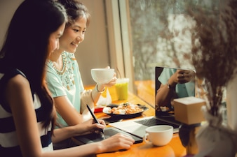 Asian women are freelance work in cafe