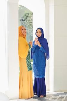 伝統的なイスラム教徒のドレスを着たアジアの女性