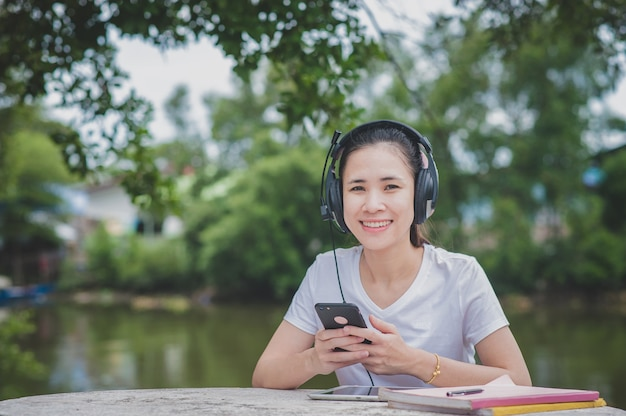 Asian women online e-learning on mobile