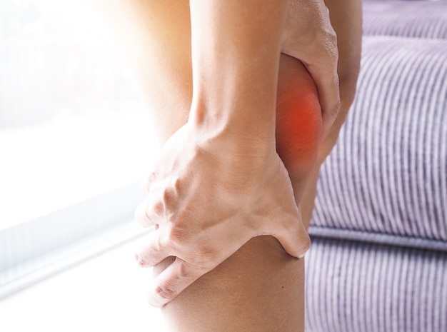 Asian women suffering from leg and knee pain.