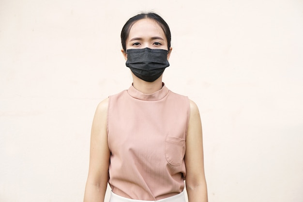 Азиатские женщины носят маски для предотвращения коронавируса covid 19