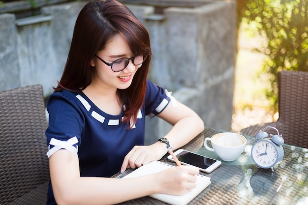 Asian young business woman write a note