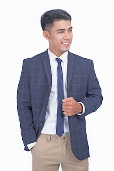白い背景で隔離のアジアの若いハンサムな陽気なビジネス男