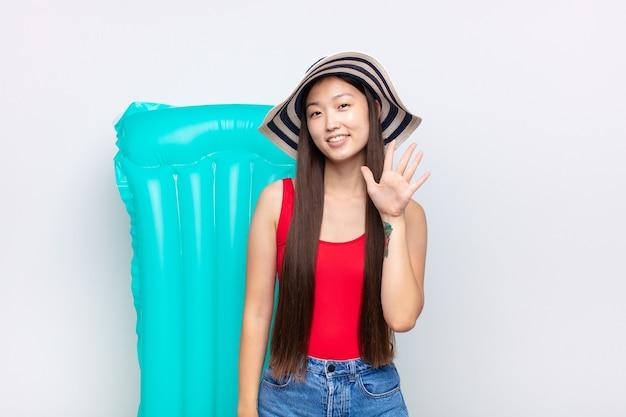 笑顔でフレンドリーに見えるアジアの若い女性