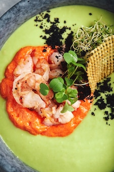 エビのアスパラガススープ。健康的な栄養、健康的なライフスタイル。