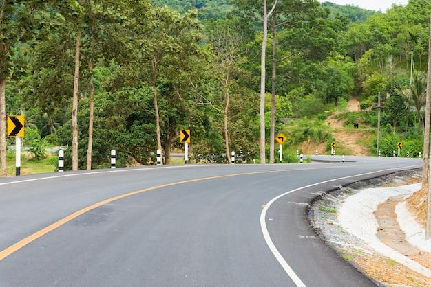 Asphalt curve road
