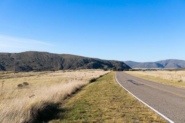 Асфальтированная дорога по дороге к