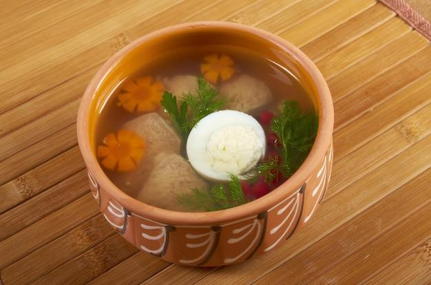 Холодец из мяса, украшенный яйцом, морковью,