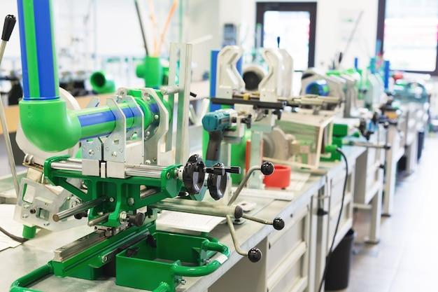 Линия сборки трубопроводов в мастерской