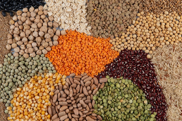 Сборка со съедобными зернами, образующая мозаику на виде сверху