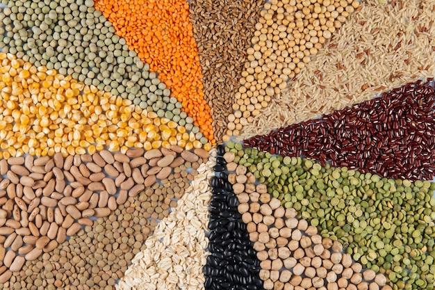 Сборка из съедобных зерен, образующих мозаику