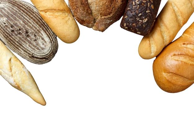 흰색 표면에 고립 된 모듬 된 빵