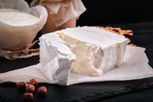 乳製品の盛り合わせミルク、ヨーグルト、カッテージチーズ、サワークリーム