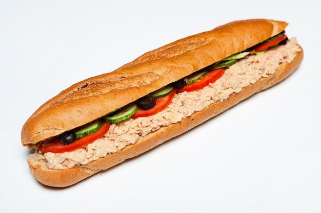 おいしいバゲットサンドイッチの盛り合わせ