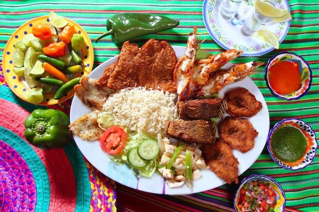 メキシコの焼きシーフードの盛り合わせテキーラチリ