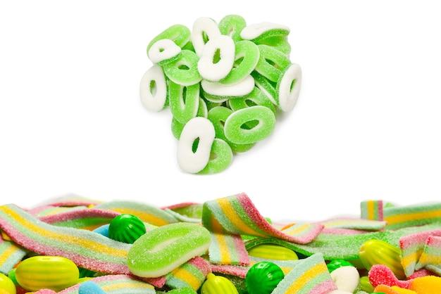 Ассорти мармеладных конфет. вид сверху. желейные конфеты.