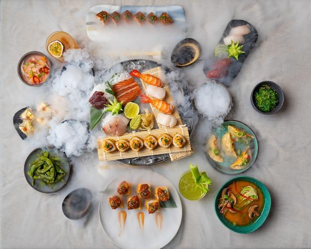 Ассорти японских суши и сашими на столе