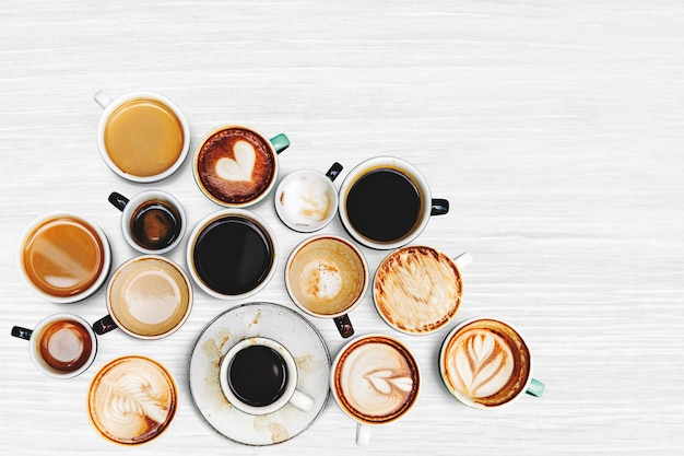 いくつかのコーヒーカップの盛り合わせ