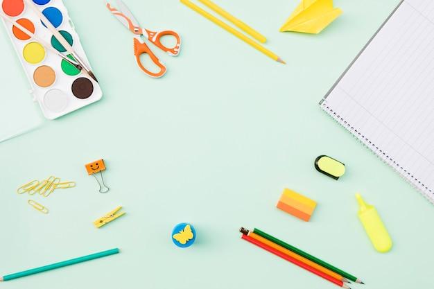 Ассортимент школьных и художественных принадлежностей