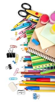 Ассорти школьных принадлежностей - изолированный фон