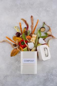Assortimento di compost fatto di cibo avariato