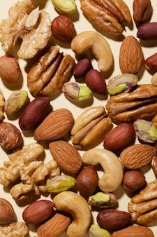 Assortimento di deliziosi snack sani