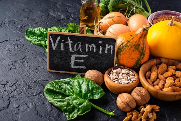 Ассортимент пищевых источников витамина е Premium Фотографии