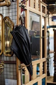 骨董品市場の品揃え