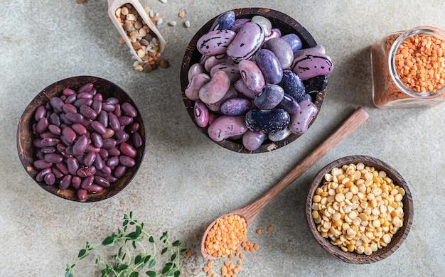 豆とレンズ豆の品揃え健康食品のコンセプトビーガン高タンパク製品