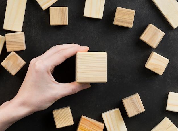 空白の木製の立方体の品揃え