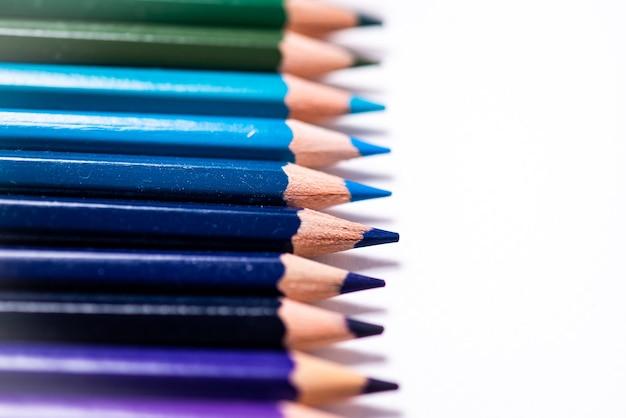 다양 한 색연필입니다. 컬러 드로잉 연필입니다. 다양 한 색상의 컬러 드로잉 연필