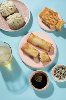 Ассортимент вкусной азиатской еды