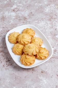 おいしい新鮮なクッキーの品揃え。