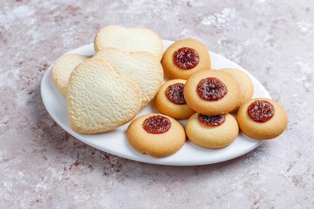 맛있는 신선한 쿠키 모듬