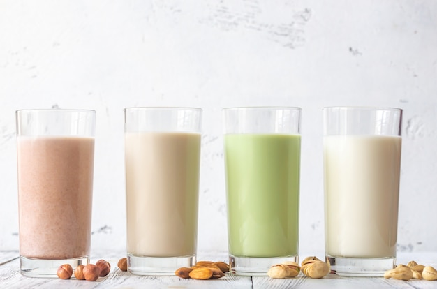 다양한 종류의 우유 구색