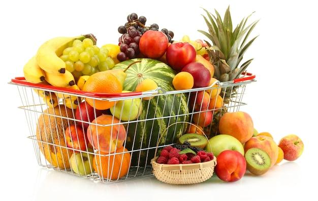 金属のバスケットと白で隔離される果実のエキゾチックなフルーツの品揃え
