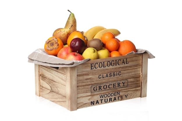 木製の箱に果物の品揃え