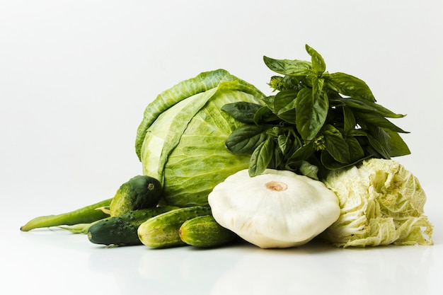 Ассорти из зеленых свежих овощей