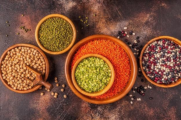 Ассортимент бобовых, чечевицы, гороха, гороха, нута и разных бобов