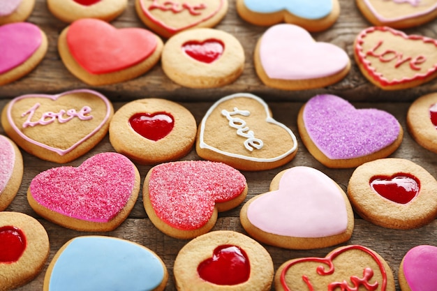 木製の背景、クローズアップの愛のクッキーの品揃え