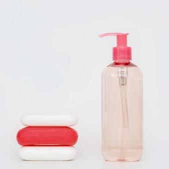 さまざまな形の石鹸の品揃え