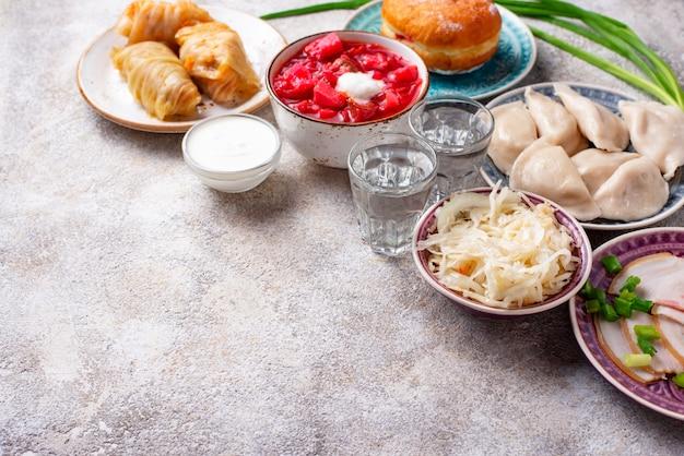 伝統的なウクライナ料理の品揃え