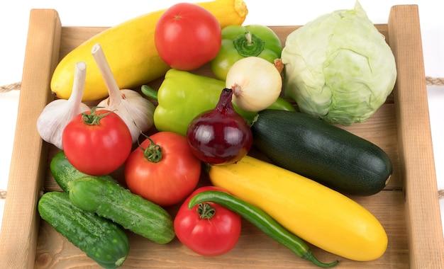 様々な新鮮野菜の盛り合わせ。