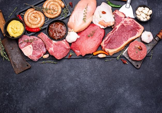 さまざまな種類の肉の品揃え