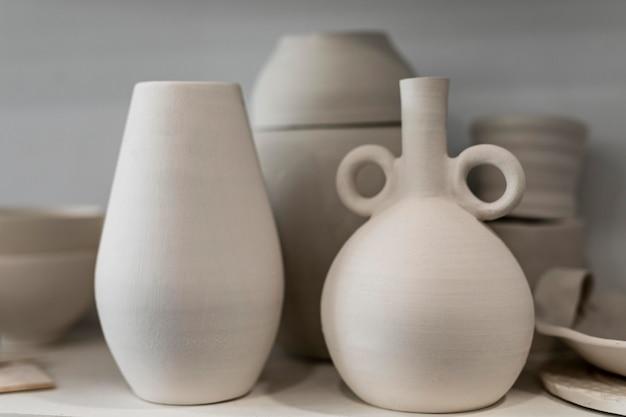 Assortimento con vasi di terracotta
