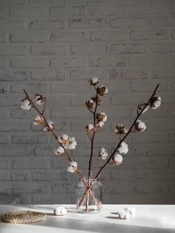 瓶の中の綿の花の品揃え
