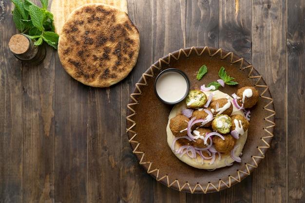 Assortimento con delizioso pasto vegano ad alto contenuto proteico