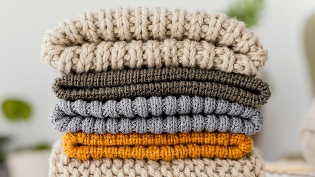Ассортимент с крупным планом вязаной одежды