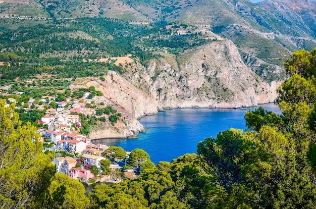그리스 kefalonia 섬의 assos 마을